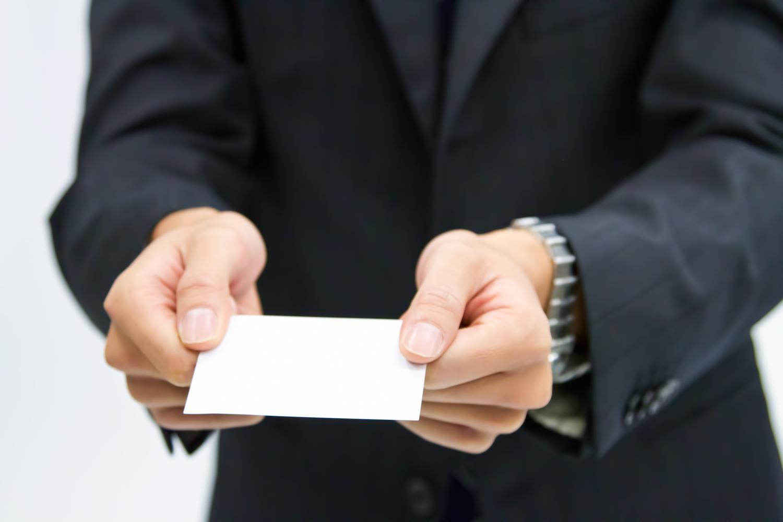 「握手」は営業において最強のコミュニケーションツール