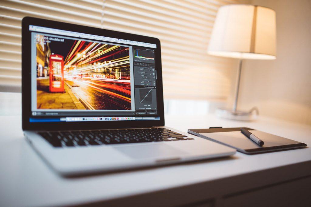 意外と簡単だった!?WEBデザインで起業する3つの方法とは?